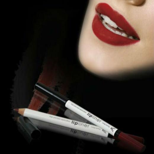 LIPLINER молив за усни